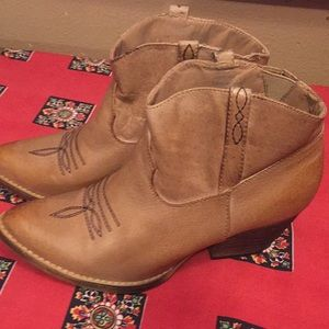 Very Volatile Los Angeles 7 tan short cowgirl boot